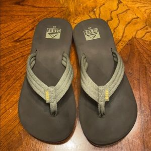 EUC! Boys Reef sandals.